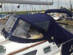 jeanneau-sun-odyssey-35-cockpit-cover2.jpg